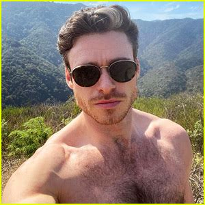 Richard Madden Posted a Hot Shirtless Selfie & His Celeb