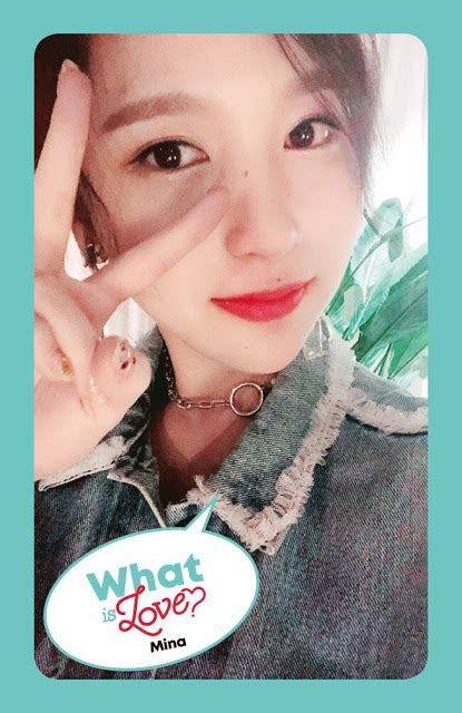 TWICE Snap Pretty Selfies For 'What Is Love?'! | Daily K