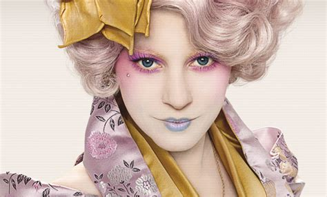 """Viral """"The Hunger Games"""" photo reveals a dazzling Effie"""
